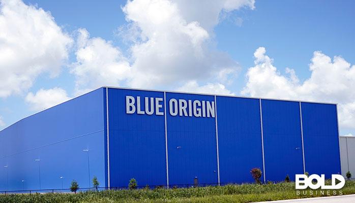 A big Blue Origin building sitting in the sun
