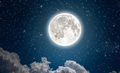 Next-Stop-for-the-Billionaire-Space-Race-The-Moon-Featured-V (1)
